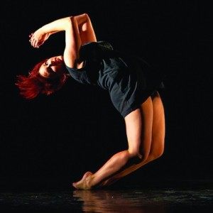 Ffin Dance performer